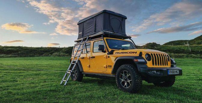 Optez pour le 4x4 aménagé d'une tente de toit pour votre roadtrip en Ecosse