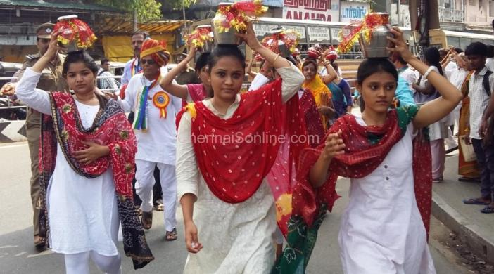 YOUNG DEVOTEES AT THE GRAND PROCESSION AT PURASAIWALKAM