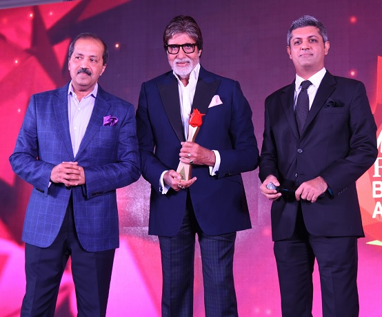 Actor Amitabh Bachchan and far right Mr. Deepak Lamba, CEO, Worldwide Media