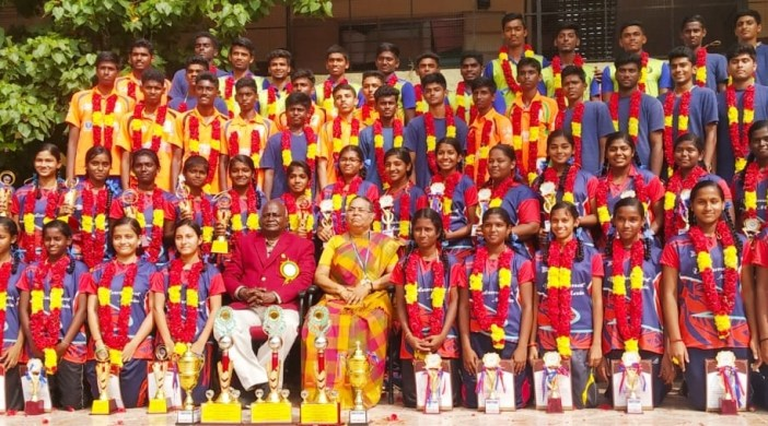 GOLD MEDALLISTS FELICITATED AT VELAMMAL