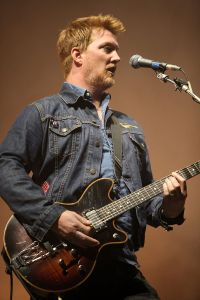 800px-Queen_of_the_Stone_Edge-Josh_Homme-IMG_6555