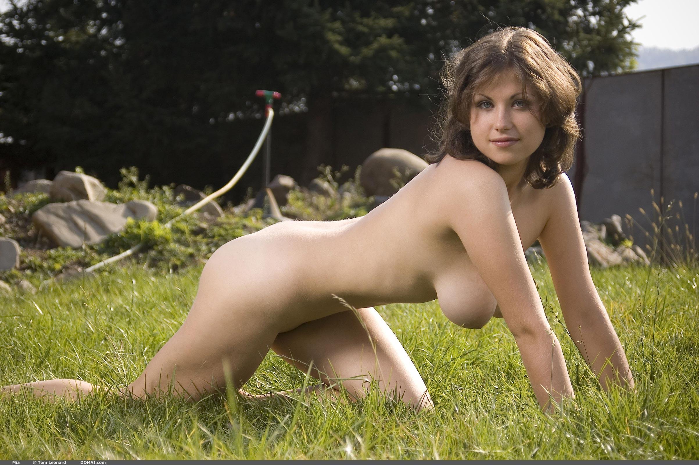 natural nude girls in nature - DATAWAV