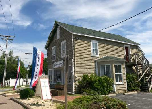 Solomon's Gallery, one of the shops on Solomons Island