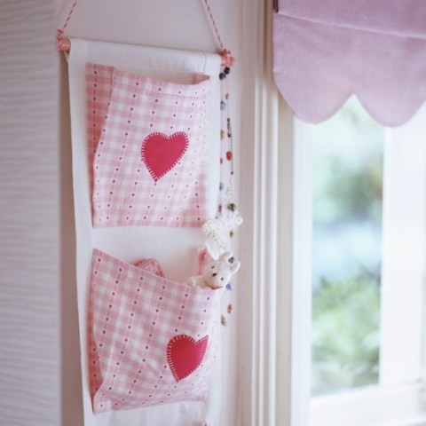 Childrens-room-storage-ideas-hanging-cloth-storage
