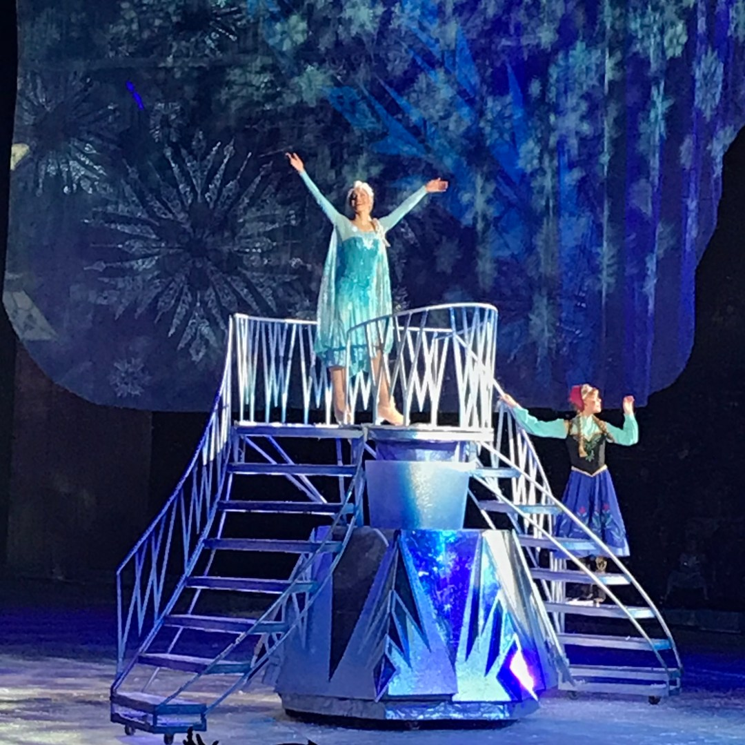 Anna Elsa Frozen Disney On Ice