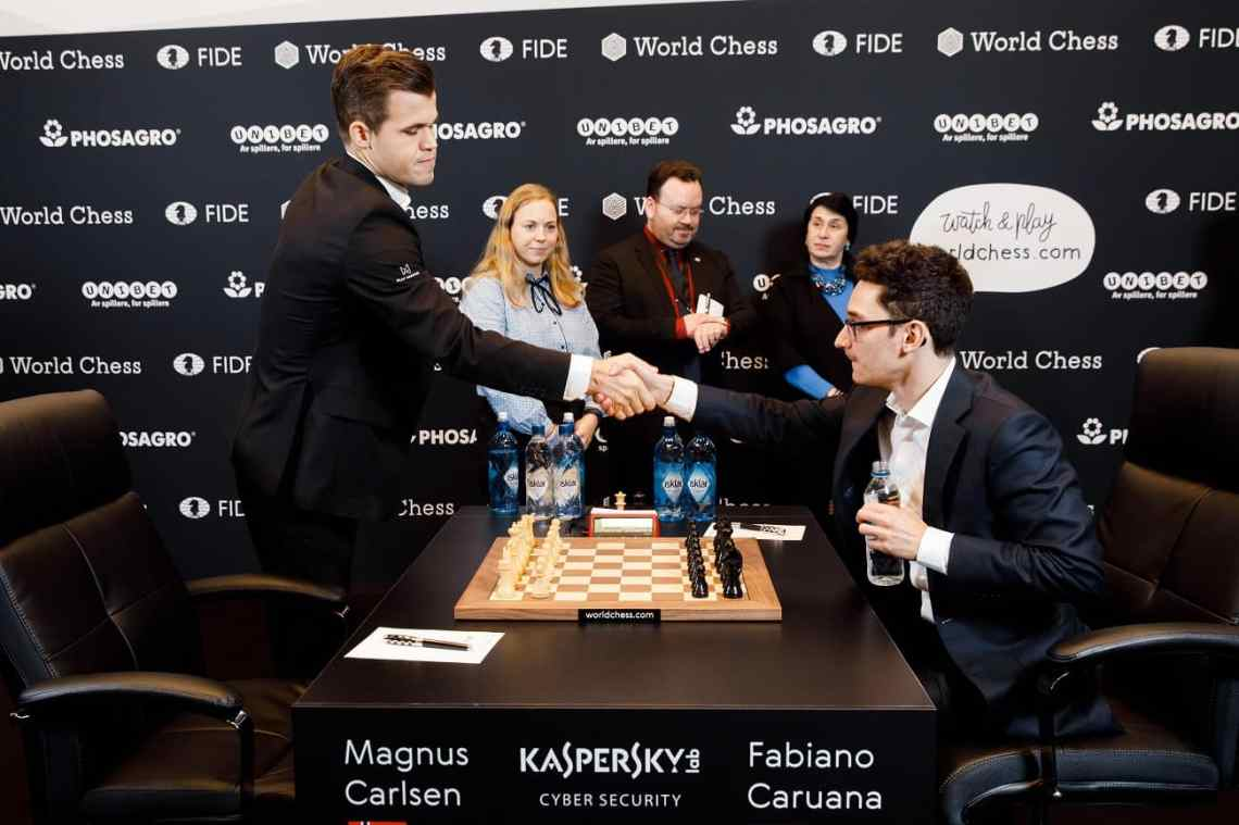 Magnus Carlsen and Fabiano shake hands before the start of Round 4