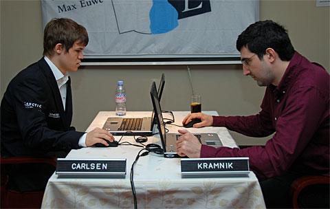 https://i1.wp.com/www.chessbase.com/news/2010/amber/round08-01.jpg