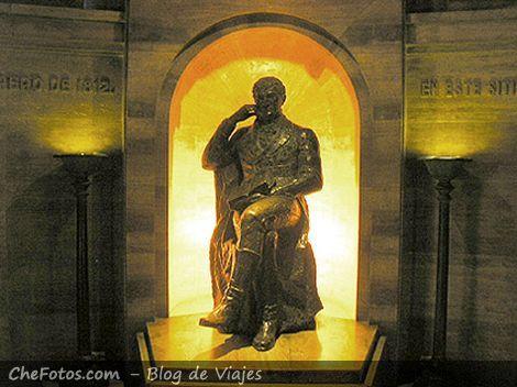Belgrano en la cripta del Monumento, Rosario