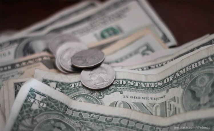 Cuánto dinero puedo llevar en el avión a EEUU?