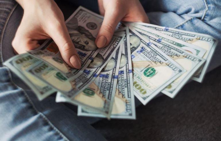 Pagar con dolares en efectivo