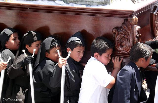 Peregrinación Niños Semana Santa Guatemala