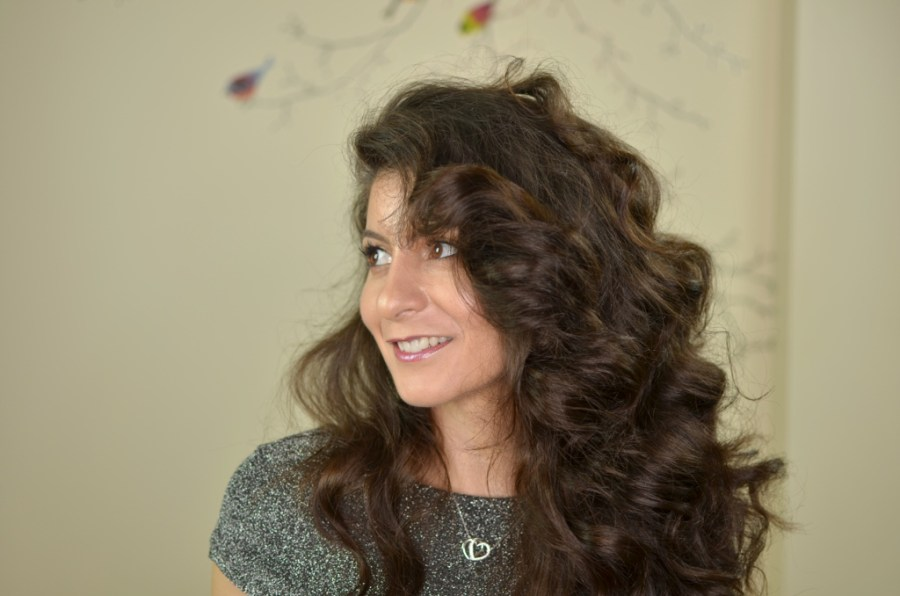 Bouncy curly hair without heat