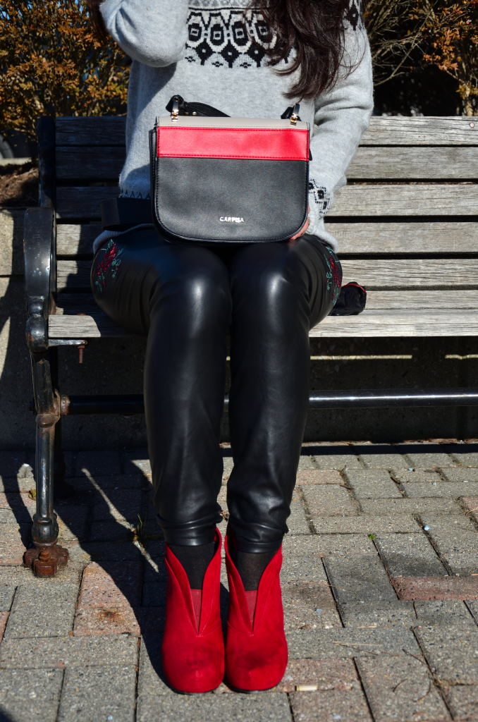 Red booties : What color to wear with your perfect red boots