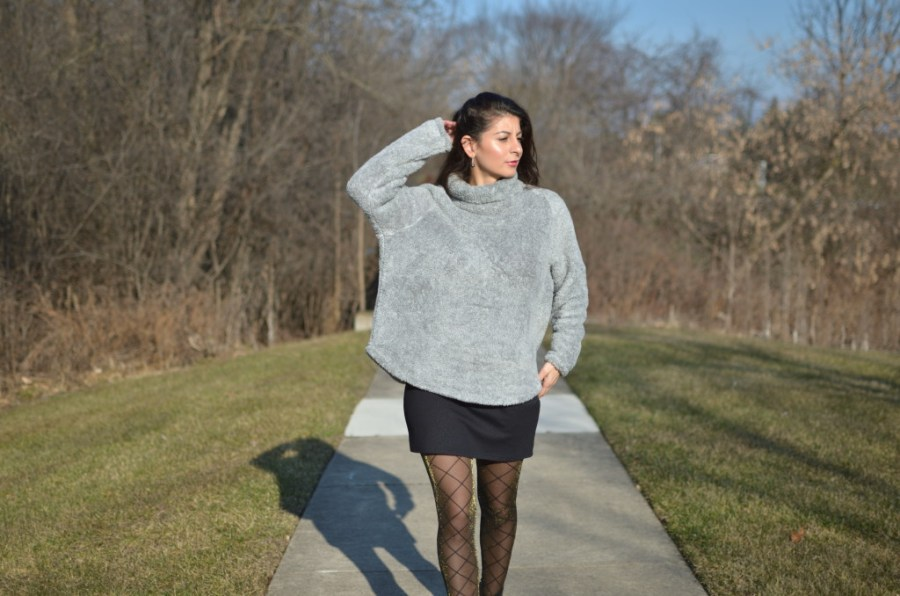 Women Fleece sweatshirt : stay warm & cozy without sacrificing style.
