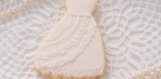 ウェディングドレスのアイシングクッキー