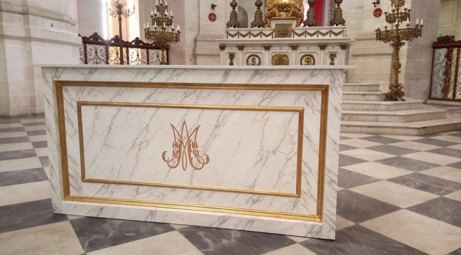 Un très beau chantier la restauration de l'autel de la Cathédrale Saint-Louis de La Rochelle.