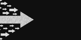 সংগঠনের শাখা প্রশাখাগুলোকে লক্ষ্যানুযায়ী কাজে নিয়োজিত রাখাকে সংগঠন পরিচালনা বলে। সুন্দর পরিচালনার ওপর কাজের সফলতা নির্ভর করে। সংগঠনকে সকলের নিকট ভালোভাবে উপস্থাপনের জন্য দায়িত্বশীলদের কতগুলো বিষয় খেয়াল রাখতে হবে। পরিচালনার সাধারণ নীতি সংগঠন পরিচালনার ক্ষেত্রে দায়িত্বশীলদের কয়েকটি মৌলিক নিয়মের ওপর দৃষ্টিপাত করা প্রয়োজন। সেগুলো হলো- হ ডবষষ চষধহ হ চৎড়ঢ়বৎ ফরংঃৎরনঁঃরড়হ হ ঝঁঢ়বৎারংরড়হ হ চৎড়ঢ়বৎ অহধষুংরং ্ জবঢ়ড়ৎঃরহম হ এড়ড়ফ ৎবংঁষঃ = এড়ড়ফ ঢ়ষধহ-ডবষষ উরংঃৎরনঁঃরড়হ-চৎড়ঢ়বৎ গড়ঃরাধঃরড়হ কর্মপদ্ধতি-সংবিধান সম্পর্কে সুস্পষ্ট ধারণা রাখা সংগঠনের ইতিহাস জানা : ইতিহাস হলো জাতির দর্পণস্বরূপ। এর মাধ্যমে মানুষ জানতে পারে বিগত দিনের সাফল্য ও ব্যর্থতার ইতিকথা। তাই মানুষ ইতিহাস পাঠে সাবধানী হয়, ভবিষ্যৎ পরিকল্পনায় বিচক্ষণতার পরিচয় দেয়, সঠিক সিদ্ধান্ত গ্রহণে সচেষ্ট, উৎসাহিত ও অনুপ্রাণিত হয়। ইতিহাসকে জাতির বিবেক বলা চলে। এটা একটা জাতির দিকদর্শন যন্ত্রের মতও কাজ করে। সংগঠনের ঐতিহ্য জানা : ইতিহাসের ধারাবাহিকতায় সংঘটিত যে ঘটনা কালের পরিক্রমায় অনুসরণীয় ও অনুকরণীয় হয়ে যায় তাই ঐতিহ্য। অর্থাৎ, সময়ের আবর্তনে যেসব বিষয় শিক্ষণীয় হিসেবে পরিণত হয়েছে। কষ্টসহিষ্ণুতা ও কষ্টপ্রিয়তা দায়িত্বশীলদের অলঙ্কার : কষ্টসহিষ্ণুতা ও কষ্টপ্রিয়তা ইসলামী আন্দোলনের কর্মীদের বিশেষ করে দায়িত্বশীলদের অলঙ্কার। '৬২ থেকে '৬৬-এ পর্যায়ে ছাত্র ইসলামী আন্দোলনে কষ্টসহিষ্ণুতা ও কষ্টপ্রিয়তার বহু নজির লক্ষ্য করা যায়। তখন কেন্দ্রীয় দায়িত্বশীলদের থাকা এবং খাওয়ার স্থানগুলো সাধারণত বর্তমান ঢাকা আগাসাদেক রোড, হোসনী দালান রোড ও বকশিবাজার এলাকাতেই ছিল। তখন ঢাকা বিমানবন্দর ছিল বর্তমান তেজগাঁও পুরতান বিমানবন্দর। এই সময়ের এক ঘটনা ইতিহাস হয়ে আছে। ছাত্র ইসলামী আন্দোলনের জন্য বাইরে থেকে মেহমান আসার কথা। বিমানবন্দরে তাঁকে রিসিভ করতে হবে। তদানীন্তন কেন্দ্রীয় দায়িত্বশীল বকশিবাজার এলাকায় থাকেন। তাঁর পকেটে মাত্র চার আনা পয়সা। বিমানবন্দরে তাঁর সাথে যারা যাবেন তাদের পকেটেও পয়সা নেই। তারা ত্রিসংকটে পড়লেন। ঐ চার আনা পয়সা দিয়ে নাস্তা করলে বিমানবন্দরে যাতায়াতের খরচ থাকে না। আবার বিমানবন্দরে গেলে নাস্তা খাওয়া যায় না। খরচ করে ফেললে পকেট শূন্য হয়ে যায়। ফলে মেহমানকে নিয়ে আসবে কিভাবে? তাই তারা সিদ্ধান্ত ন