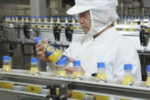 サントリー食品インターナショナル、「オランジーナ」の販売計画を4倍に上方修正