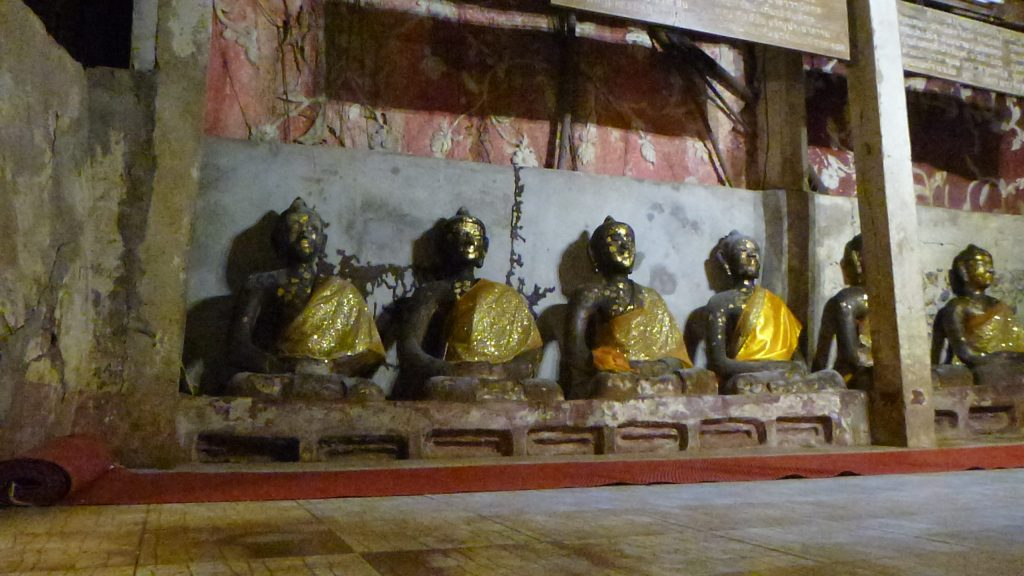 Chiang Dao Cave Buddha statues