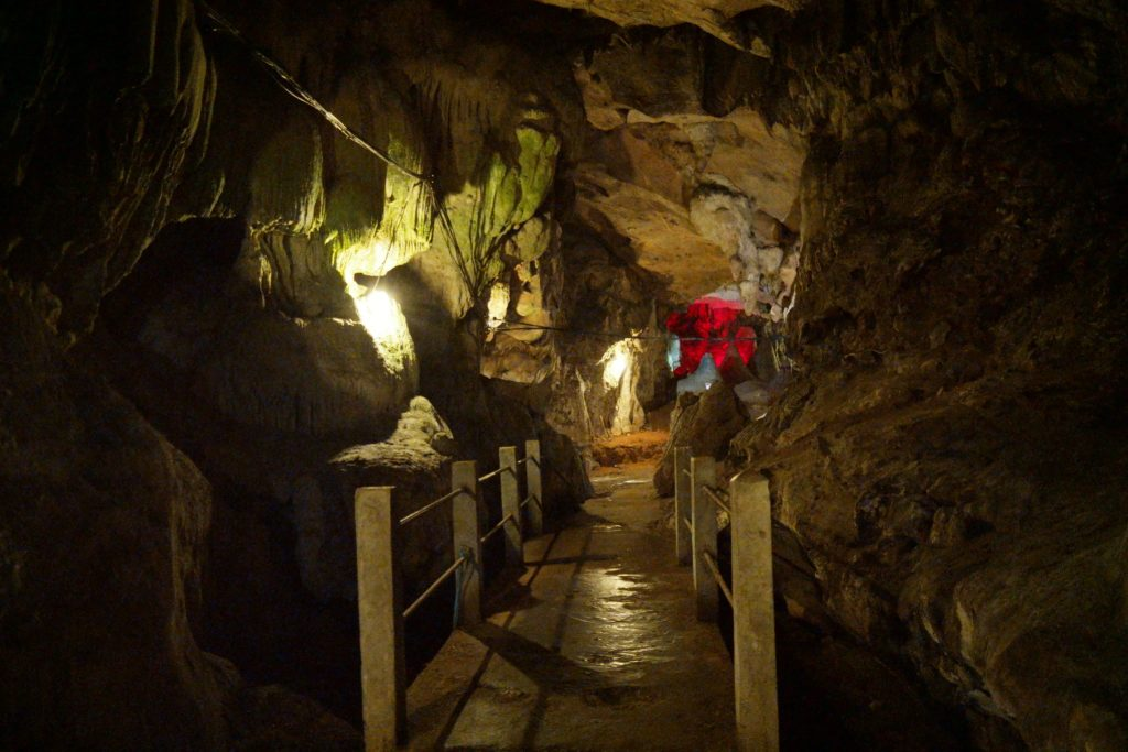 Well lit caves (Tham Seua Dao and the Tham Phra Nawn).