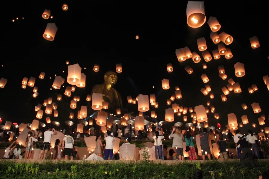 Many sky lanterns in the sky Chiang Mai Loy Krathong Festivall