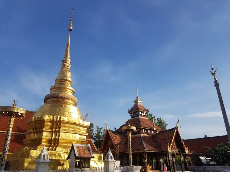 Golden chedi and building