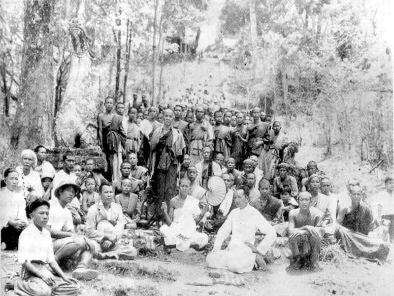 Group of people and monks Kruba Srivichai