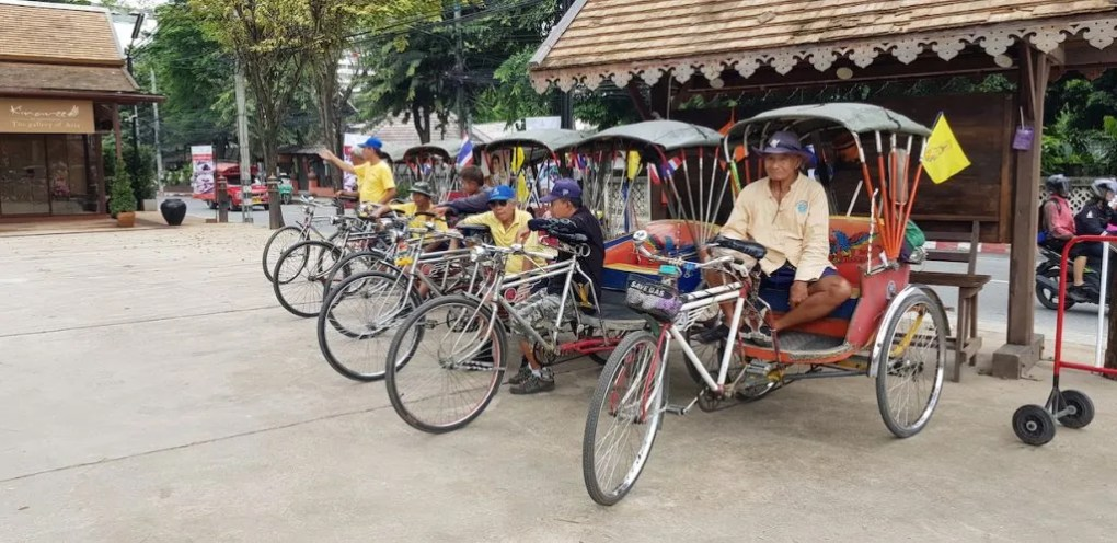 Bicycle taxis waiting