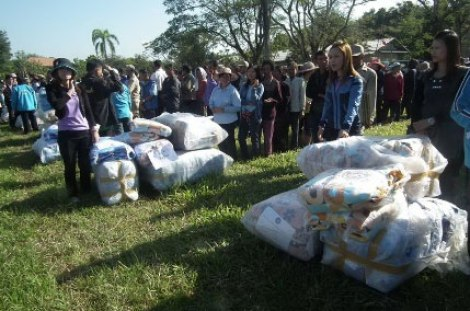 Distribution of Blankets Starts Early in Chiangrai