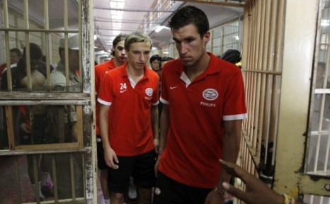 Kevin Strootman led the PSV players around the Thai prison