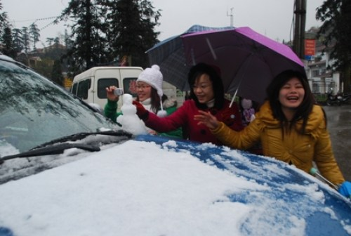 Snow in Vietnam. Many locals rushed outside to experience the surprise