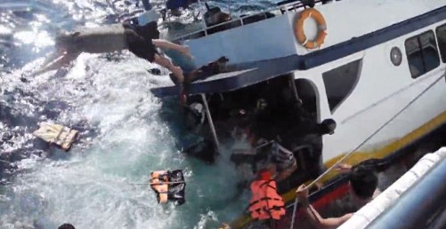 The 13 passengers on board panicked and jumped for their lives as the boat began to sink Read more: http://www.dailymail.co.uk/news/article-2549051/Man-overboard-Dramatic-footage-panic-tourist-dive-boat-starts-sink-Thailand-nearby-boat-comes-rescue.html#ixzz2rzPBQztJ Follow us: @MailOnline on Twitter | DailyMail on Facebook
