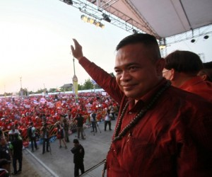 """Pro-government """"red shirt"""" protest leader Jatuporn Prompan warned the anti-government movement may try to install an unelected prime minister after Yingluck Shinawatra was forced from power in a controversial ruling by Thailand's Constitutional Court"""