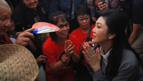 Yingluck Shinawatra (R) is greeted by supporters during a visit to Chiang Mai, northern Thailand