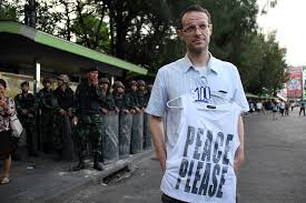 "Belgian Man arrested for buying T-shirt stating ""Peace Please"""