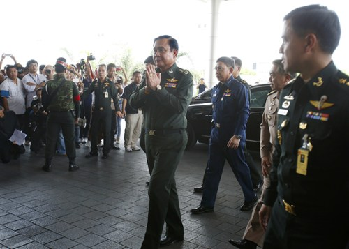 Thai economy, Thai junta. Thai Army chief General Prayuth Chan-ocha, center, arrives to give a news conference at the Army Club in Bangkok