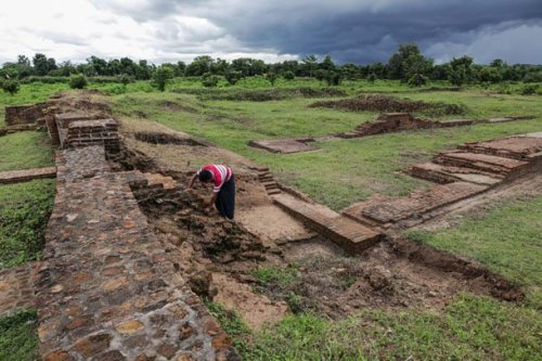 A woman cleans brickwork on the wall of the ancient royal palace at the center of the city of Sri Ksetra, near the banks of the Irrawaddy River in Pegu Division. (Photo: JPaing / The Irrawaddy)