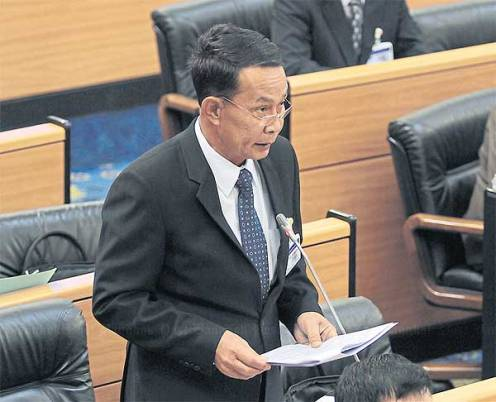 National Council for Peace and Order chief Prayuth Chanocha's brother, Lt Gen Preecha, takes the floor as the National Legislative Assembly meets to discuss 10 bills that Gen Prayuth proposed for consideration. Chanat Katanyu