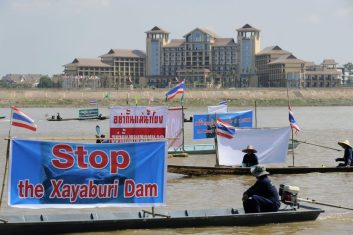 Stop the damn protesters boats