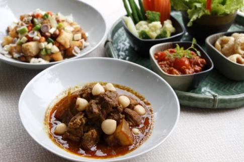 The New Year's Eve dinner at Mae Fah Luang Garden will feature such Northern-style specialities as Nam Prik Ong, Miang Pla and Gaeng Hang Lay.