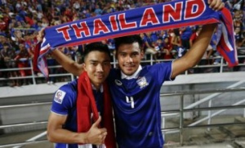 Thailand goal-scorers Kroekrit Thawikan (R) and Chanathip Songkrasin celebrate their victory against Philippines in their second leg semifinal match of Suzuki Cup 2014 in Bangkok Wednesday.