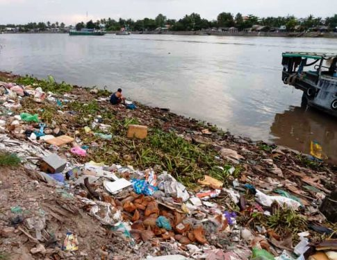 Unfortunately there's quite a bit of pollution in the Mekong Delta