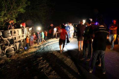 The accident took place about 2 am on Monday on a detour route near Wat Wang Hin, Tambon Chomthong, Muang district of Phitsanuloke.