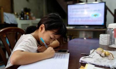 Volunteer teachers, Thailand, TV Classes, students