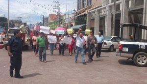 """En Villaflores, las madres de familia """"acarreadas"""" para protestar, terminaron dando el grito de apoyo al movimiento magisterial."""