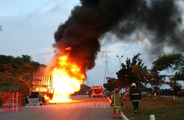 La detonación que causó la exploción del camión se escuchó en las colonias cercanas. Foto: Isaín Mandujano/Chiapas PARALELO.