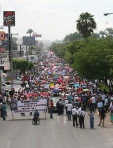 Los maestros hablan de cifras que van de 60 a 80 mil manifestantes. El gobierno dice que sólo fueron unos seis mil.