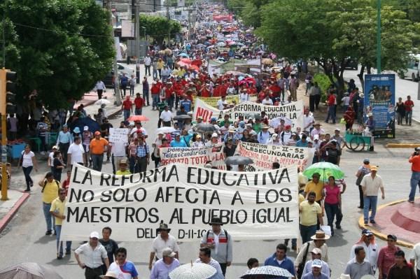 Miles de maestros de Chiapas  salieron a marchar en el marco dela movilización de la Insurgencia Magisterial convocado a nivel nacional en 22 estados del país.