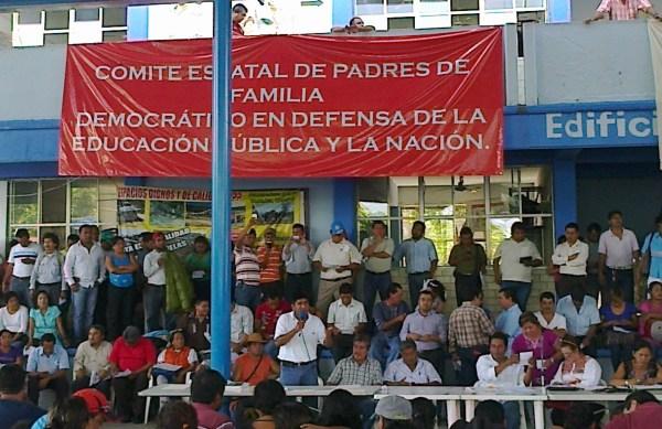 Padres de familia conformaron un comité de apoyo al movimiento magisterial. Foto: Cortesía