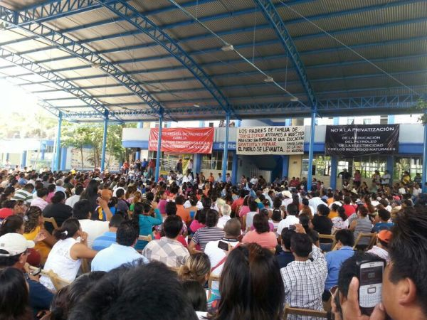 Llegaron más de mil 100 padres de familia desde diferentes municipios de Chiapas.